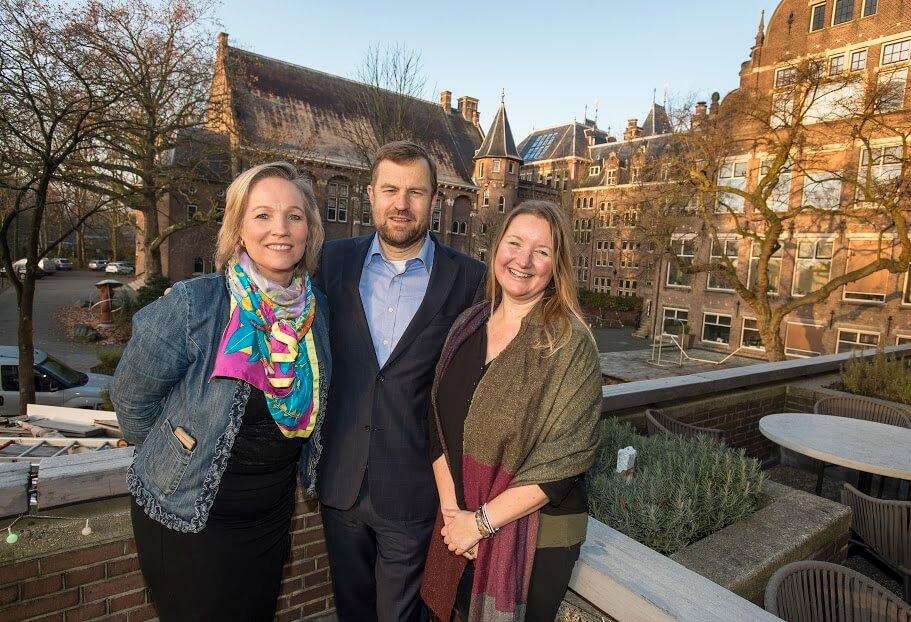 Claire van Campen, Mark Schneiders (directeur KIT) en Tatiana Glad (mede-oprichter Impact Hub Amsterdam)