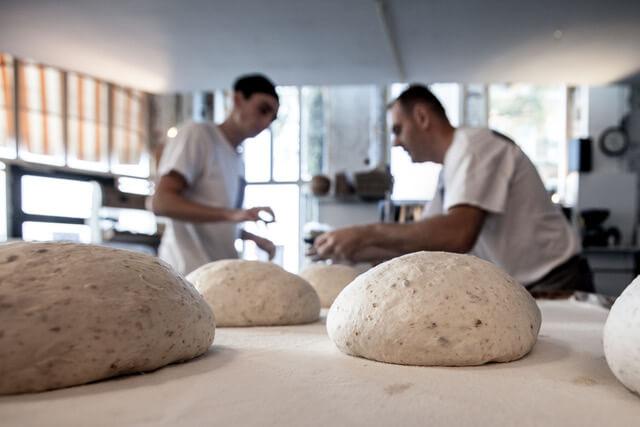 De bakkers aan het werk
