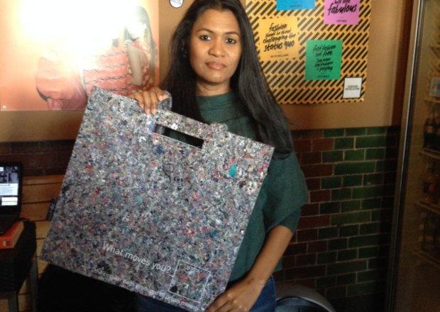 Esther Meijer-Sedney met een tas van I-did Slow Fashion